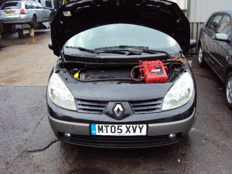 Breaking Renault Scenic 1.9 dci for spares #1