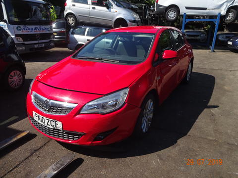 Breaking Vauxhall Astra J for spares #1