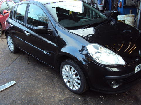 Breaking Renault Clio Turbo for spares #2