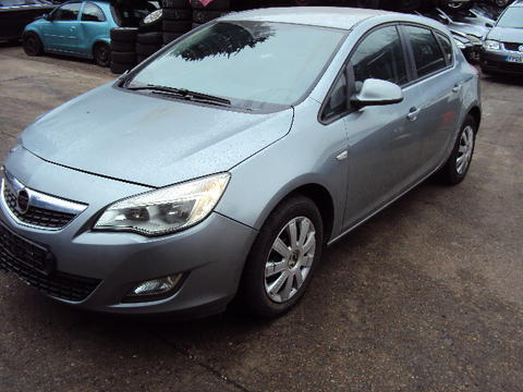 Breaking Vauxhall Astra J for spares #2